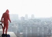 «Ради лайков» на гироскутере по крыше Краснодара покатался отчаянный молодой человек ФОТО, ВИДЕО, фото — «Рекламы Кубани»