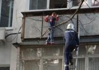 С карниза многоэтажки спасатели сняли 5-летнего мальчика в Геленджике, фото — «Рекламы Геленджика»