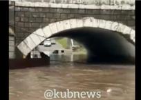В Краснодарском крае во время дождя в луже утонула инкассаторская машина ВИДЕО, фото — «Рекламы Крымска»