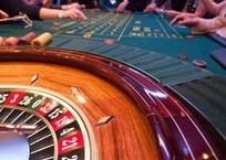 """Девушка умерла в запертой машине, пока ее парень играл в казино """"Азов-Сити"""", фото — «Рекламы Крымска»"""