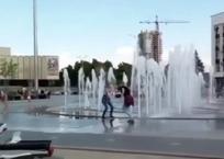 «Колхозная отдушка» Краснодара: водные процедуры в фонтанах возмущают гостей города ФОТО, фото — «Рекламы Краснодара»