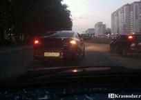 """Неадекват за рулем: """"обочечник"""" напал на не пропускавшего его водителя в Краснодаре, фото — «Рекламы Кубани»"""