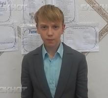Mini_strana_chitayushchaya_vsevolod_korostelev_chitaet_proizvedenie_slon_i_moska_i._a._moment