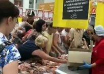 Давку в «Ашане» за продуктами с истекающим сроком годности устроили краснодарцы ВИДЕО, фото — «Рекламы Кубани»