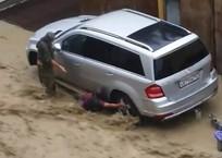 В Сочи потоком воды смыло людей ФОТО, ВИДЕО, фото — «Рекламы Тихорецка»