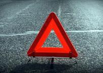 Под Краснодаром машина врезалась в здание перед Тургеневским мостом, двое погибли, фото — «Рекламы Кубани»