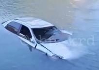 Жительница Кубани сбросила машину в реку вместе с собой после ссоры, фото — «Рекламы Краснодара»