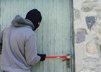 «Вазу с мелочью забрали, а оружие не взяли»: странное ограбление дома бизнесмена в Геленджике, фото — «Рекламы Геленджика»