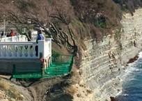 Самое убийственное место Геленджика обезопасили сеткой, фото — «Рекламы Геленджика»