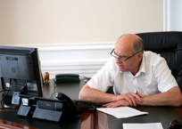 На все руки мастер - экс-мэр Геленджика Виктор Хрестин подался в медицину, фото — «Рекламы Геленджика»