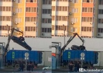 Наркоторговец на КАМАЗе украл кузов запаркованной легковушки в Краснодаре, фото — «Рекламы Краснодара»