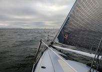 Яхта с пассажирами перевернулась во время шторма в Геленджике, фото — «Рекламы Геленджика»