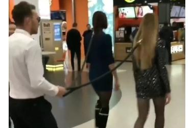 """Краснодарец """"выгуливал"""" на поводке двух девушек ФОТО, ВИДЕО, фото — «Рекламы Краснодара»"""