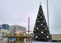Главную городскую елку демонтируют на Театральной площади Краснодара 14 января, фото — «Рекламы Краснодара»