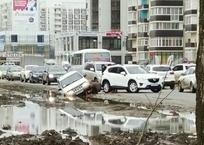 Впору пускать танки - в Краснодаре автомобили увязают в грязи и тонут в лужах ФОТО, фото — «Рекламы Краснодара»