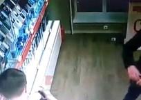 Парень, угрожая пистолетом, ограбил салон МТС в Краснодаре ВИДЕО, фото — «Рекламы Краснодара»