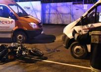 Жесткое ДТП устроила девушка на мотоцикле, протаранив Mercedes в Краснодаре, фото — «Рекламы Кубани»