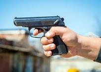 В Гулькевичах мужчина пистолетом угрожал родственнице из-за 10 тыс. рублей, фото — «Рекламы Гулькевичей»