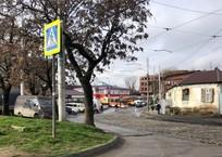 В Краснодаре с рельсов сошел трамвай и заблокировал движение, фото — «Рекламы Краснодара»