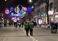 Вечером 30 марта на Красной отключат декоративное освещение улицы на 1 час, фото — «Рекламы Кубани»