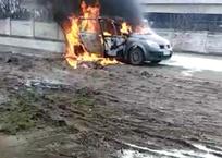 В Краснодарском крае на ходу загорелась иномарка с семьей пенсионеров ВИДЕО, фото — «Рекламы Кореновска»