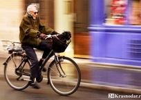 """Мужчина """"конфисковал"""" велосипед у пенсионера средь бела дня на улице в Краснодаре, фото — «Рекламы Краснодара»"""