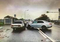Гнавший на ВАЗе парень погиб в ДТП с иномаркой на въезде в Краснодар, фото — «Рекламы Краснодара»