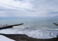 В Сочи мужчина спас ребенка, которого волной смыло с пирса в море ФОТО, фото — «Рекламы Геленджика»