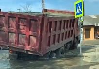 Category_kamaz-provalilsya-pod-asfalt