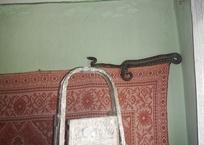 Полутораметровую змею у себя спальне обнаружила семья на Кубани, фото — «Рекламы Сочи»