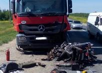 Мотоциклист на Harley-Davidson погиб в жестком ДТП с фурой по дороге в Краснодарский край, фото — «Рекламы Кубани»