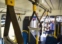 В Краснодаре осудили парня, который бросил кирпич в трамвай и попал в водителя, фото — «Рекламы Кубани»