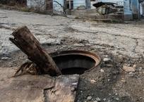 """В """"ничейный"""" магистральный колодец без крышки упала семилетняя девочка на Кубани, фото — «Рекламы Приморско-Ахтарска»"""