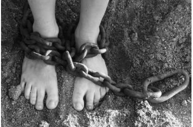 Отец посадил своего сына на цепь в наказание за проступок в Краснодарском крае, фото — «Рекламы Апшеронска»