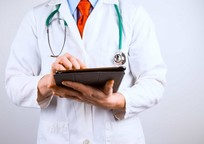 Category_doctor_with_tablet_examination_health