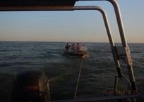 В Приморско-Ахтарске местные жители застряли на лодке в лимане, фото — «Рекламы Приморско-Ахтарска»