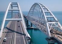 Запуск движения грузовых поездов по Крымскому мосту отложили на полгода, фото — «Рекламы Геленджика»