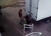 Оголодавшие: рецидивисты в медицинских масках угнали грузовик армавирца с продуктами и деньгами, фото — «Рекламы Армавира»