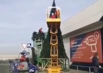 Краснодарцы посмеялись над установкой елки в ноябре, фото — «Рекламы Кубани»