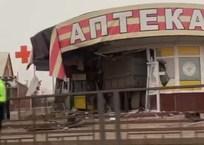 На Кубани большегруз на большой скорости снес столб и врезался в аптеку, фото — «Рекламы Геленджика»