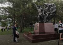 Вениамин Кондратьев открыл в Геленджике памятник куниковцам, фото — «Рекламы Геленджика»