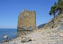 Скала Парус в Геленждике названа одной из самых опасных для отдыхающих , фото — «Рекламы Геленджика»