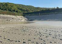 В Геленджике вновь вводят подачу воды по графику после полного осушения Церковного озера, фото — «Рекламы Геленджика»
