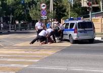 В Геленджике неадекватный водитель оказал сопротивление сотрудникам ГИБДД ФОТО, ВИДЕО, фото — «Рекламы Геленджика»