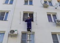 Спасатели Геленджика вскрыли запертую дверь квартиры с подростком , фото — «Рекламы Геленджика»