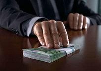 Средняя сумма взятки в России превысила 200 тыс рублей, фото — «Рекламы Адлера»