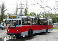 В Краснодаре после ЧП с троллейбусом, протащившим ребенка по асфальту, машины оборудуют зеркалами, фото — «Рекламы Адлера»