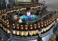 Не знаешь, как оставить отзыв о курортах Крыма? Купи бутылку пива и звони в Минкурортов, фото — «Рекламы Черноморского»