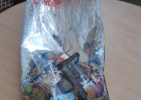 Будьте внимательны! В новогодние подарки крымским детям упаковывают конфеты с червями СКРИНШОТ, ФОТО, фото — «Рекламы Феодосии»