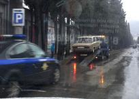 В Ялте эвакуаторы объявили войну дешевым автомобилям, фото — «Рекламы Крыма»